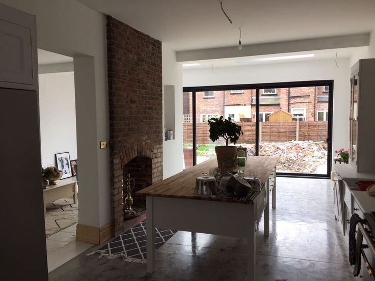 Dean Hindry Plastering provide traditional and current methods of internal plastering, including rendering, dry lining and lime plastering. Contact Dean for
