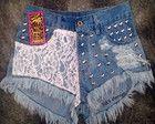 Short Jeans com Rendas e Tachas