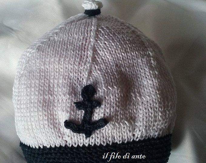 Cappello bianco e blu alla marinara