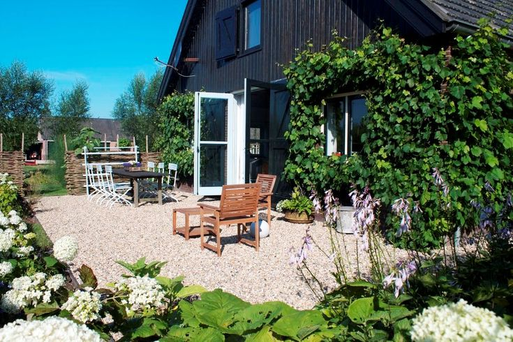 Bij bed and breakfast De Heerlijkheyd in Polsbroek (in het Groene Hart tussen Rotterdam en Utrecht) slaapt u in een eetbare tuin!