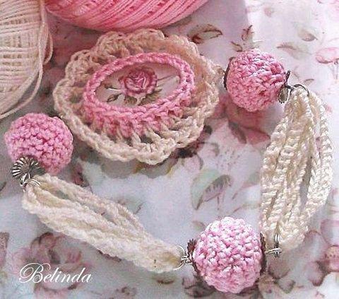 Vintage  karkötő - horgolt bogyóval, kaboson rózsával, Ékszer, óra, Karkötő, Crochet bracelet, cabochon rose Meska 1250 Ft