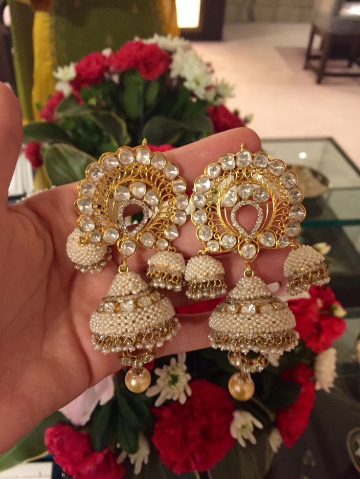 A very elegant and traditional pair of Jhumkis with pearls, diamonds and uncut diamonds from Jewels by Rakesh Khanna. #diamond#polki#traditionalindian#jaipurstyle#jewelsbyrakeshkhanna.