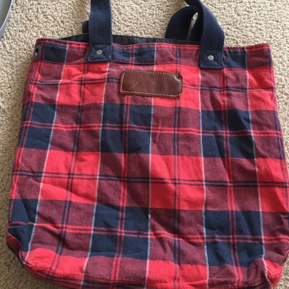 Abercrombie and Fitch tote bag Used, but in great condition Abercrombie & Fitch Bags Totes