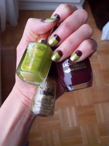 Vinotinto,  verde pistacho y oro