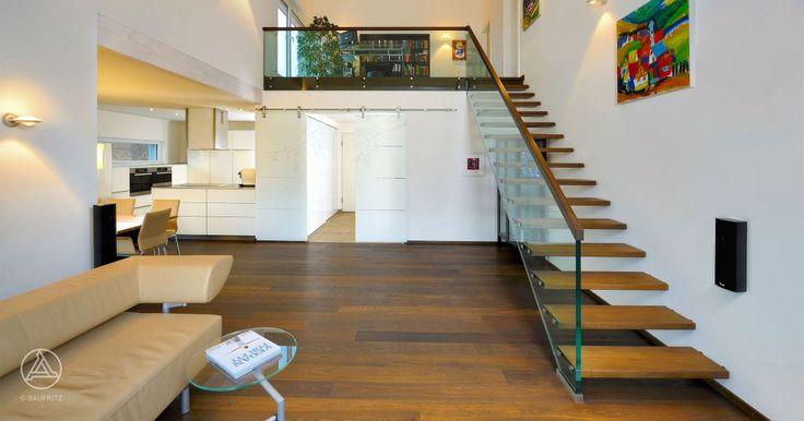 unser ko bungalow ederer gro er wohnbereich mit sch ner galerie baufritz bungalow. Black Bedroom Furniture Sets. Home Design Ideas