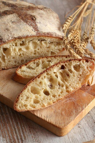 Белый хлеб с хрустящей корочкой.   Школа шеф-повара