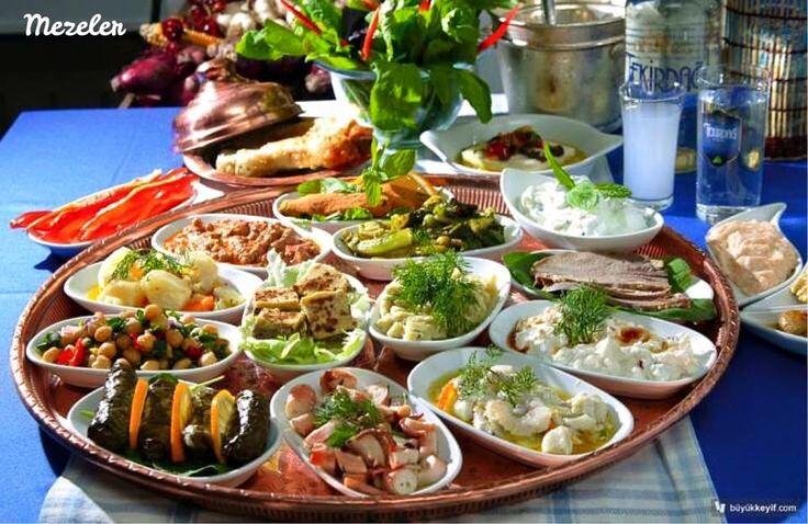 土耳其菜餚中的前菜種類多,以開胃的橄欖油料理冷盤和優格拌不同蔬菜變化為主。