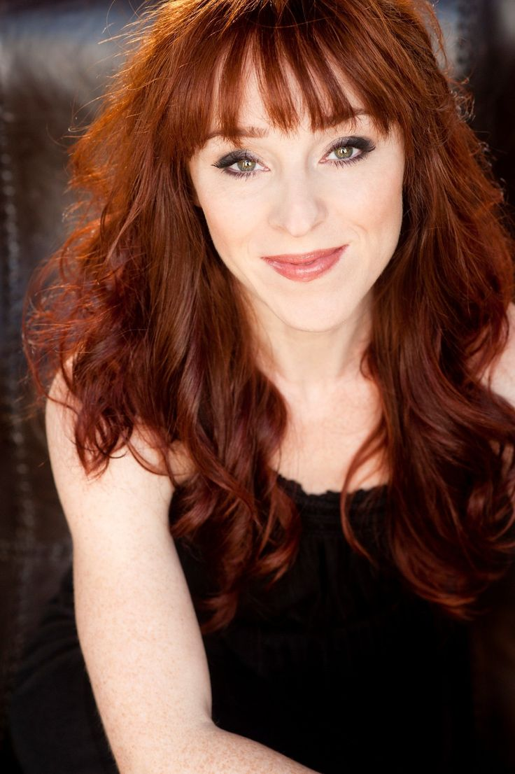 Actress Ruth Connell (Rowena)