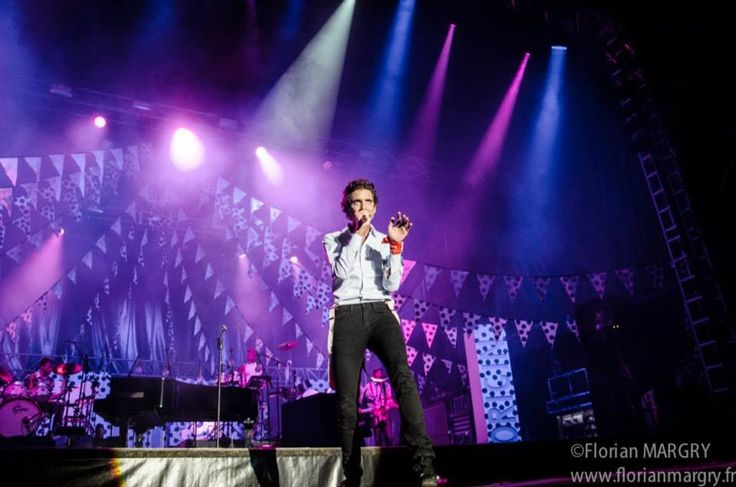 Mika singing @ La Nuit de l'Erdre Festival, Nantes, France- 06 July 2013