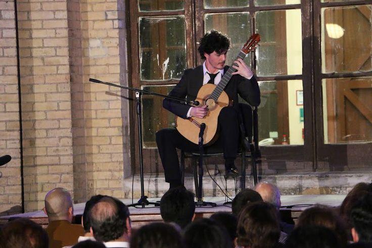 El francés Gabriel Bianco cautivó con su guitarra clásica en el concierto inaugural del XVII Festival Internacional de Guitarra Monterrey 2016. Bianco ofreció un concierto variado con música de diferentes autores, épocas y estilos.