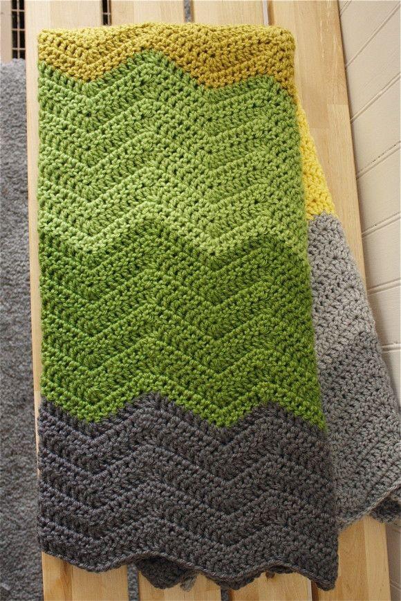 Ripple crochet blanket with wide band of colour - love! {via The Sweeter Side of Mummyhood}  #crochet #blanket #ripple #chevron #tutorial