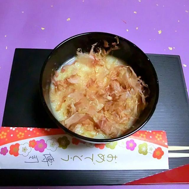 お雑煮といえば、白味噌と思ってましたが、おすましが多いのですね。 - 96件のもぐもぐ - 京都のお雑煮 by hiroshikimDeU