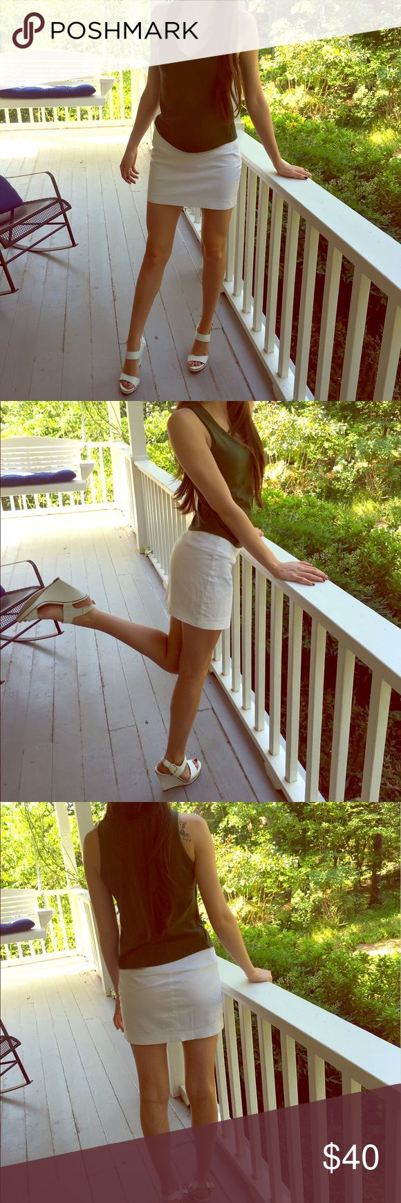 Express White Mini Skirt Work it in this white mini skirt from express! Makes your legs look long and thin! Looks brand new, perfect condition. Open to offers! Express Skirts Mini