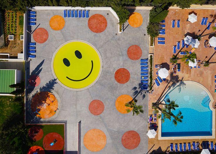 a2arquitectos sonríen patio piscina mallorca España