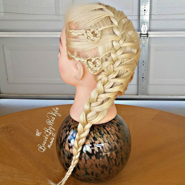 http://www.haircutweb.com/2016/01/beautiful-celtic-braids.html