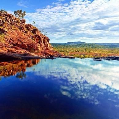 A natural infinity pool at Gunlom Falls, Kakadu National Park, NT. Photo by @paularnoldphotography on Instagram.