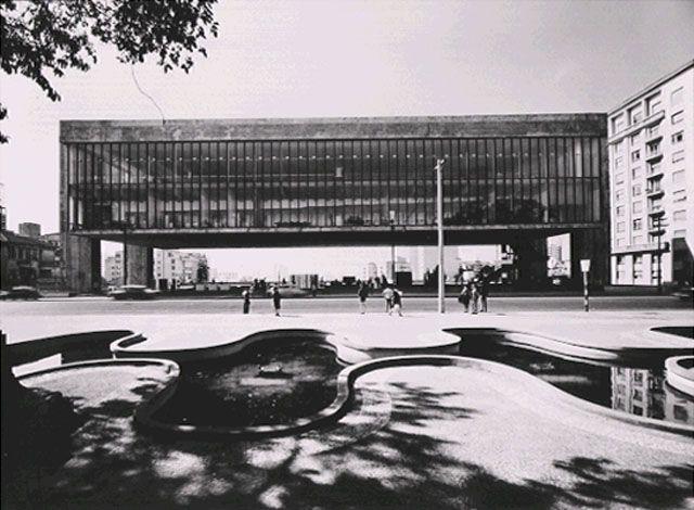 Masp , 1969  Com seu marido Pietro Maria Bardi, e Assis Chateaubriand, Lina Bo Bardi deu vida ao projeto do museu.