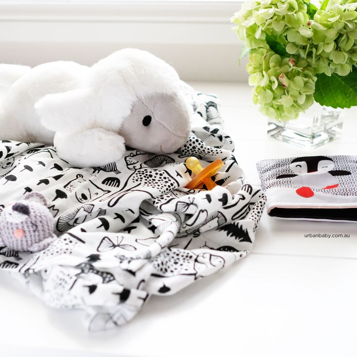 Sooth your baby with this beautiful comforter with heartbeat, allowing baby to never be far from your heart. *Liz the Lamb