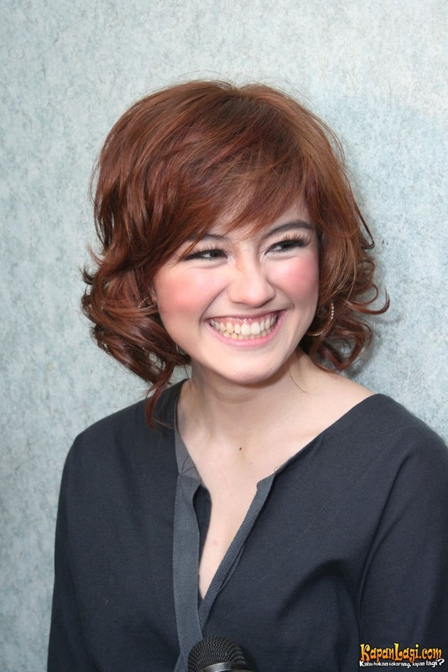 Curly Bob Agnes Monica