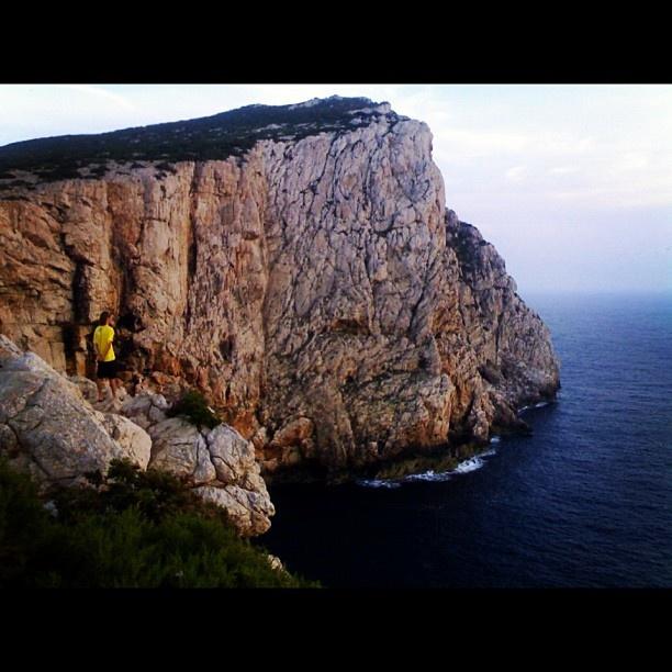 A Capo Caccia (#Alghero)...in contemplazione   #sardegna #sardinia  Follow us on #instagram: @sardegna_com