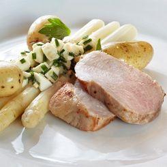 Skinkemignon med hvide asparges i æggevinaigrette - VoresMad.dk