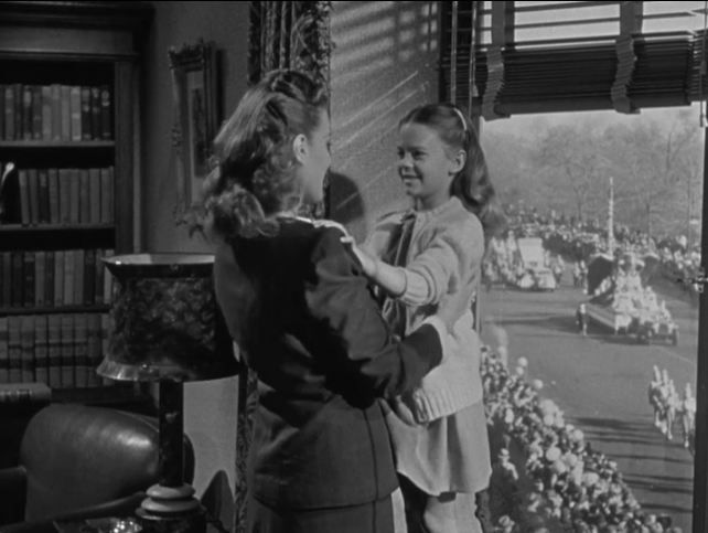 The impressive scenes of the Macy's Thanksgiving Day Parade were footage of the actual parade held in 1946. Edmund Gwenn was really Santa that year, too. They had to get all the shots they needed that day because retakes were impossible to get later. Original Miracle on 34th Street