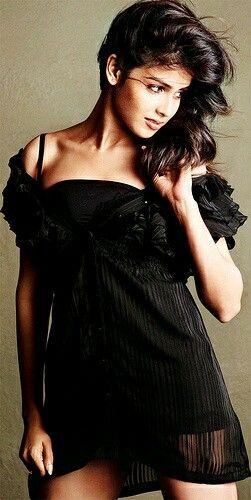 Sexy Unseen Indian girls pic: Juicy actress jenelia d'souza navel
