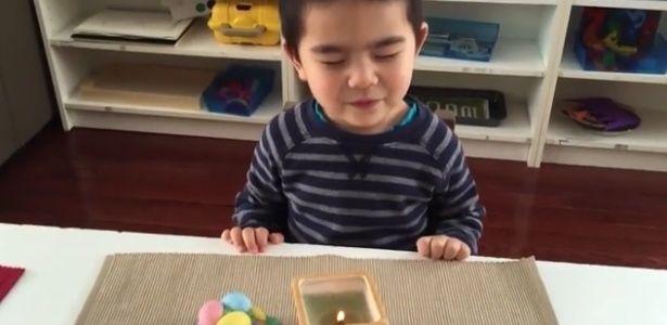 Quem acha que toda brincadeira infantil tem de ser barulhenta precisa conhecer o Jogo do Silêncio, atividade que estimula a criança a permanecer por um tempo –em geral, um minuto– sem fazer nenhum ruído, para que possa p