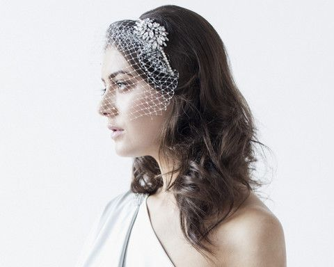 The Abigail headband and birdcage style veil are evocative of the exquisite Art Deco style of the 1920s and 1930s.
