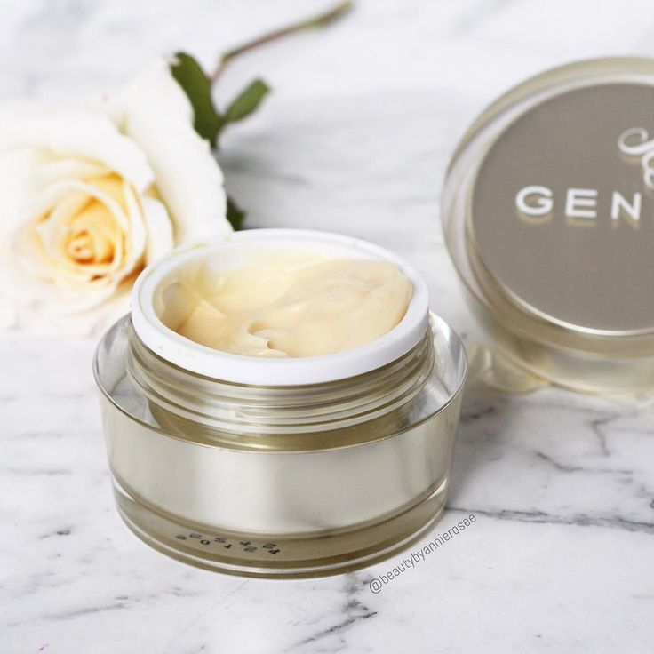 My skin has been super dry lately but after using the @geniebeautyproducts lightweight dream cream my skin has become a whole heap more hydrated and overtime it will help reduce fine lines and wrinkles. It's such a great overall product.  . . . . . . . #igbeauty #instabeauty #instamakeup #urbandecay #urbandecaynaked #meccamaxima #meccabeautyjunkie #makeupcollection #discoverunder100k #ausbeauty #ausbeautybabes #ausbeautyblogger #lipstick #beautyjunkie #makeuprevue #like4like #likesforlikes…