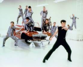 """El grasiento  El grasiento era originalmente un obrero rebelde sin causa, un tipo duro y un matón. Su estilo incluía una chaqueta de cuero de motocicleta, una remera, vaqueros y el cabello peinado hacia atrás con gomina con un estilo como copete. Este estilo fue popularizado por películas de Marlon Brando y James Dean y luego representado, o parodiado, en el musical """"Grease"""" de los años 1970 y la serie de TV """"Happy Days""""."""