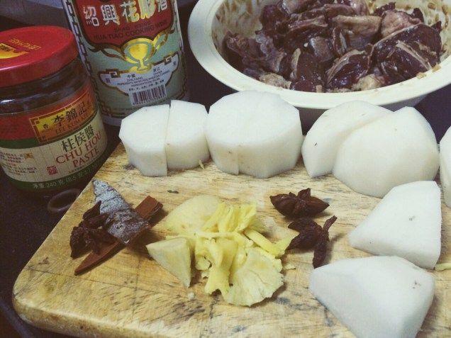 Sensation comforted food - Beef brisket on Rice, cook with Chu Hou sace and radish