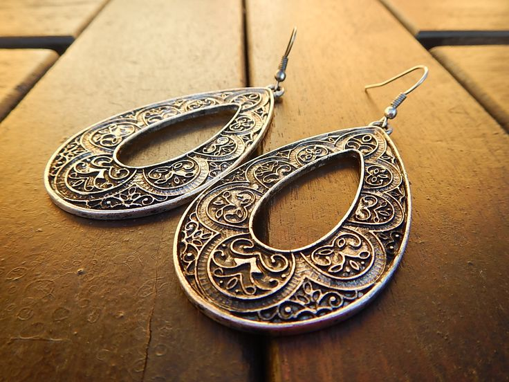 Csepp alakú bizsu fülbevaló http://redrouge.hu/
