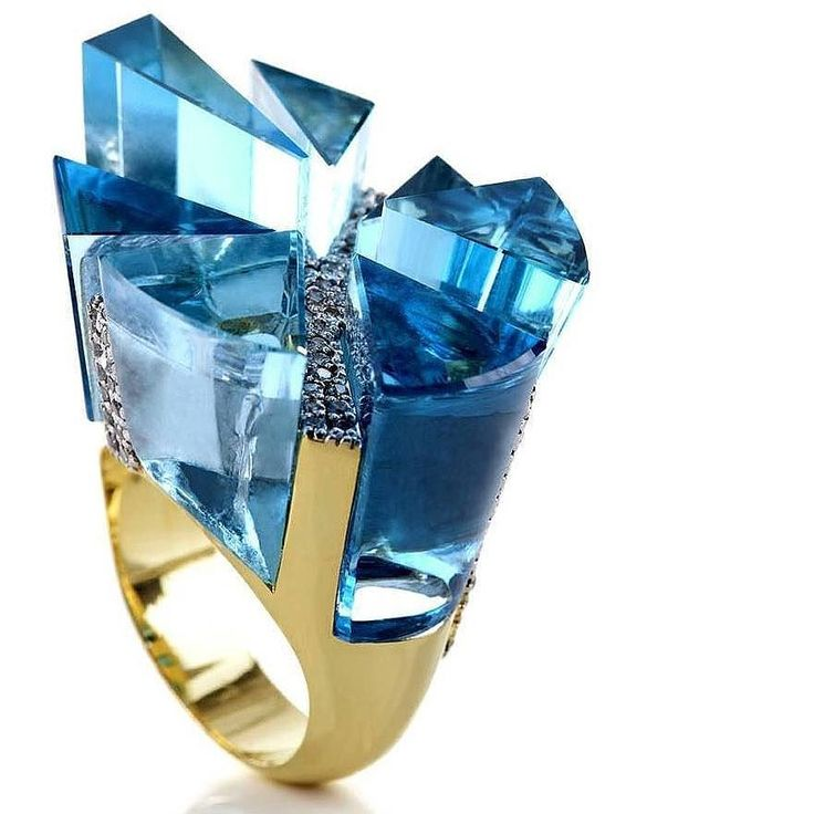 #ilikebigRINGSicannotlie #Repost @dejoyaenjoya (@get_repost) ・・・ The Brazilian Carla Abras won the IBGM Design Awards 2012 in the category Differentiated Stoning with this ring Breaking rules in cuts and composition!! Yellow gold with blue topaz and diamonds Touché! __________ La brasileña Carla Abras ganó el IBGM Design Awards 2012 en la categoría Lapidación Diferenciada con esta sortija Rompiendo normas en talla y composición!!! Oro amarillo con topacios az