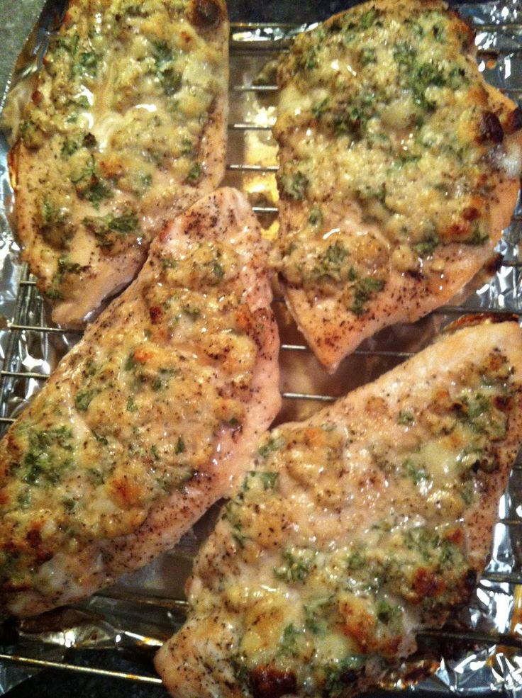 Super juicy and healthy gorgonzola herb baked chicken
