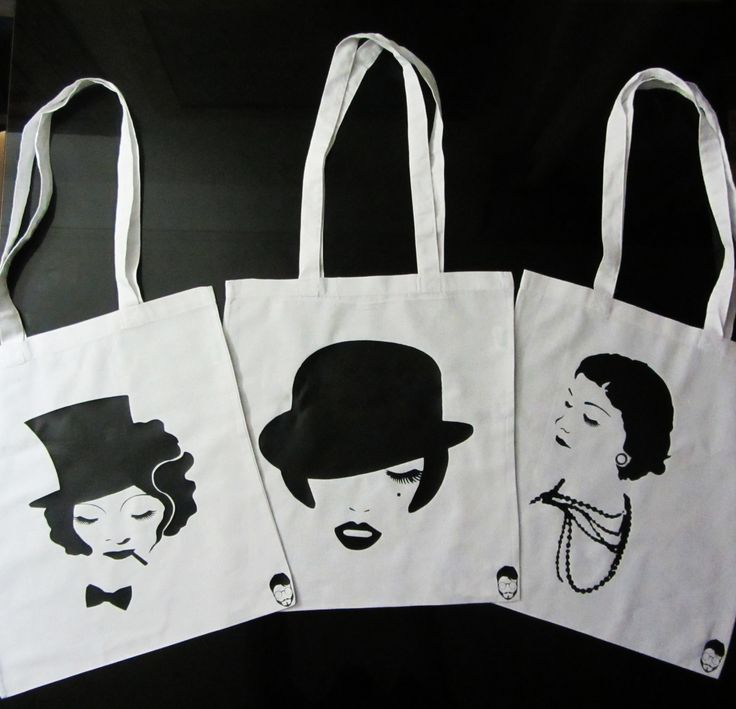 Bolsos de tela con los retratos de personajes como la camaleonica Marlene Dietrich, la dinámica Liza Minelli en su versión Cabaret y la gran diseñadora Coco Chanel