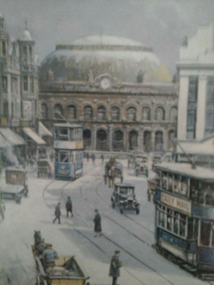 The Corn Exchange Leeds from Boar Lane c1930ish? Taken from Born in Leeds Facebook page.