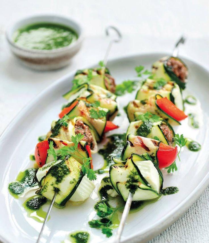 Gegrilde Griekse groentesaté met lamsgehakt http://njam.tv/recepten/gegrilde-griekse-groentesate-met-lamsgehakt