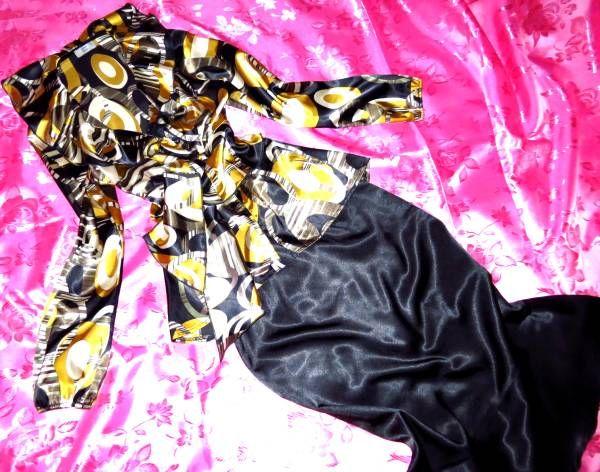 ◆商品説明◆ ブラウス&スカートのサテンコーデです(*^-^*)♪ スカーフの柄のような華やかなブラウス♪ 超つるつる♪サテンの美しい光沢感♪ 流れるようなフリルの襟から全開ボタン・・♪ ウエストサイドのりぼんをきゅっと結んで♪ 大人セクシーに着こなせます♪ スカートは艶やかなブラック♪ 女性らしさを存分に強調できる大人のマイメードライン♪ ヒップラインを強調してセクシーに着こなせます♪ 大人セクシーでありつつ華やかで綺麗なシルエットがお気に入りで愛用してました(*^-^*)♪ Mサイズ スカート裏...