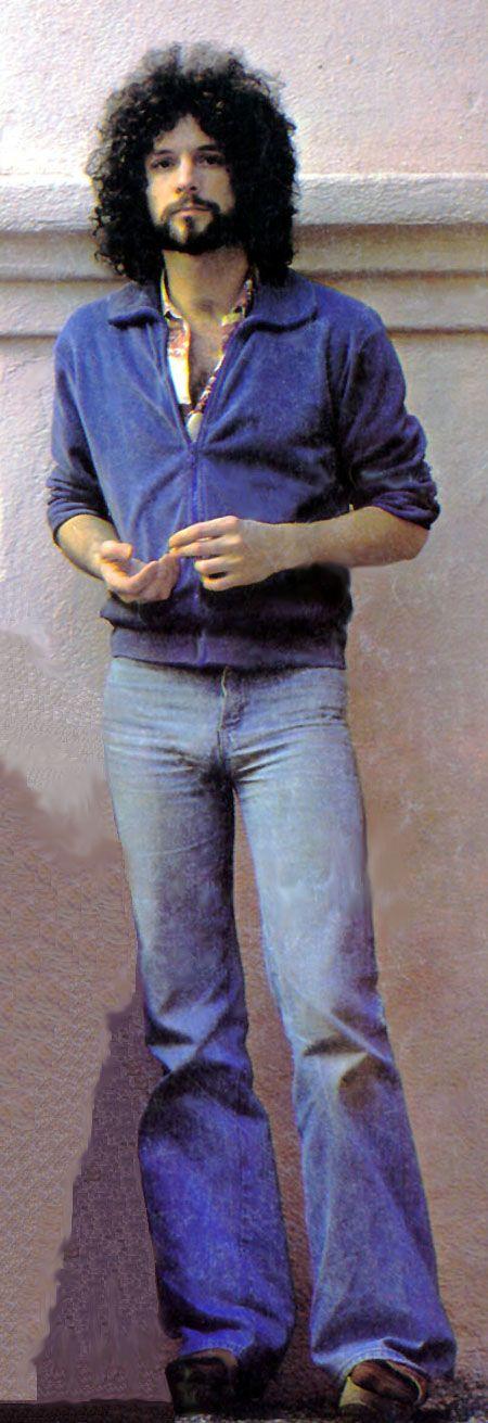 Hot...hairy...1977 Lindsey Buckingham. YOU.ARE.SO.MY BOYFRIEND :)