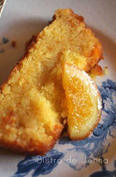 Cake à l'orange ༺༻ ༺༻༺༻ ༺༻༺༻ INGREDIENTS: (pour 6 personnes) 170 g de sucre en poudre 155 g de beurre fondu 3 oeufs rapidement battus à la fourchette 160 g de farine 1/2 sachet de levure 2 orange BIO (les 2 zestes et 1 jus, l'autre servira pour le sirop)...