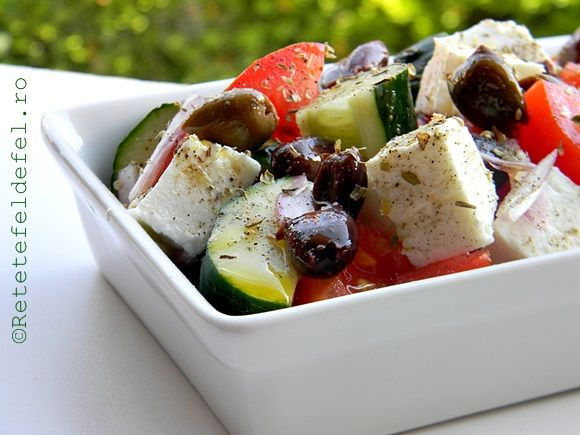 Salata greceasca esteuna din prefaratele mele in perioadele calde .Este atat de usoara …