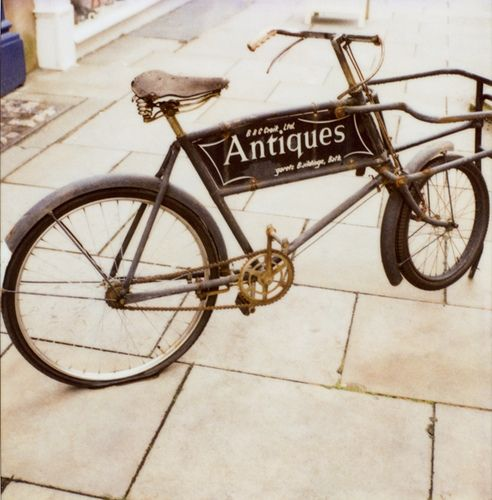Using a vintage bicycle as an advertising piece - Brilliant!