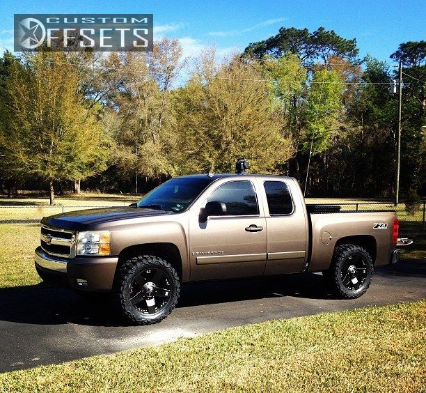 Wheel Offset 2007 Chevrolet Silverado 1500 Nearly Flush Leveling Kit Custom Rims
