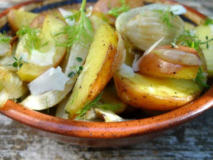 Geroosterde venkel met aardappels uit de oven. Het is weer eens iets anders en bovendien zo klaar!  | http://degezondekok.nl