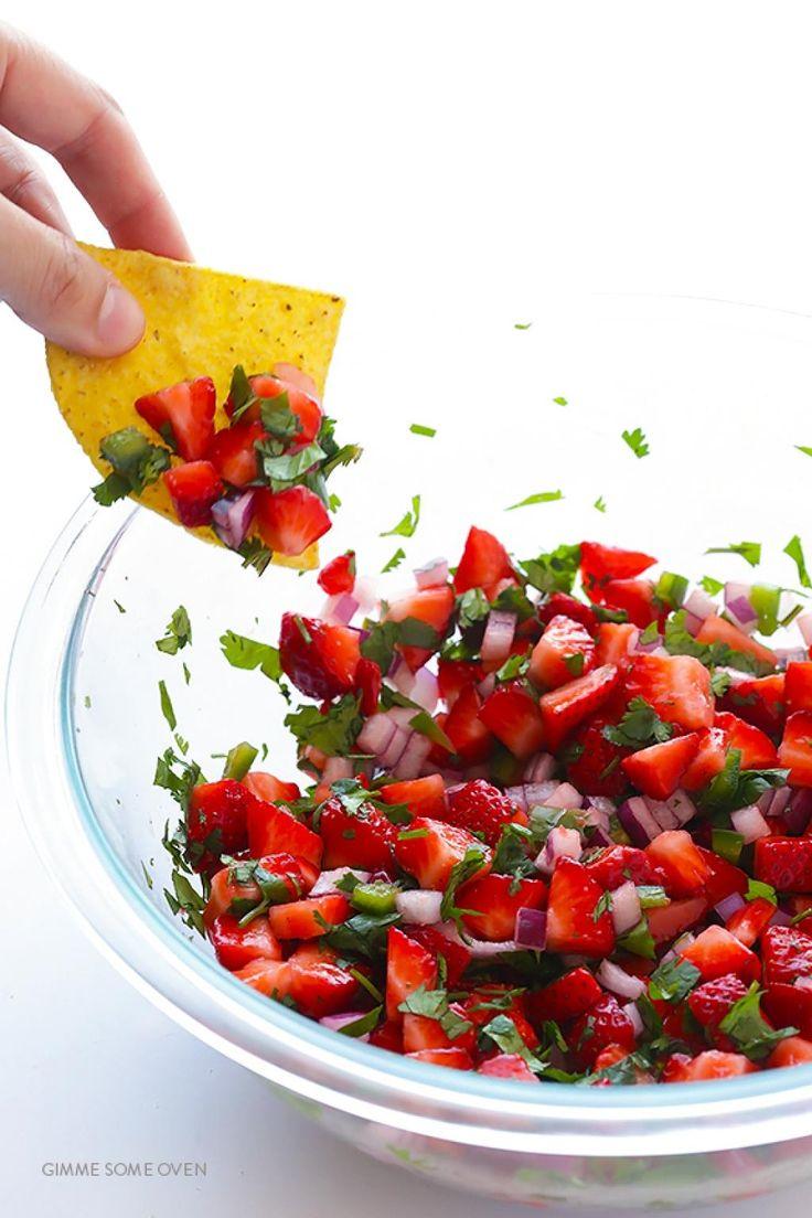 C'est l'été, j'avoue aujourd'hui ce n'est pas la meilleure journée pour parler de l'été ! C'est plutôt frais. Je vous propose une recette de salsa aux fraises, simple et facile et surtout tellement délicieuse. La saison des bonnes fraises fraiche app