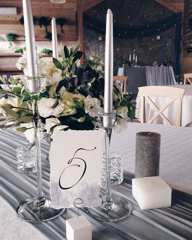 День был невероятным ✨✨ пока пересматриваем фоточки с телефонов, ждём детальки от любимой @jsuhareva_photo  #wedart #weddingart #wedding_art_decor #grey #greywedding #fineart #centerpiece #venue #wedding #l4l #like4like #likeforlike #follow #followme #хештегинашевсе #мылюбимсвоюработу #флористкиев #hardwork #work #свадьбакиев #АЯнасвадьбе180916