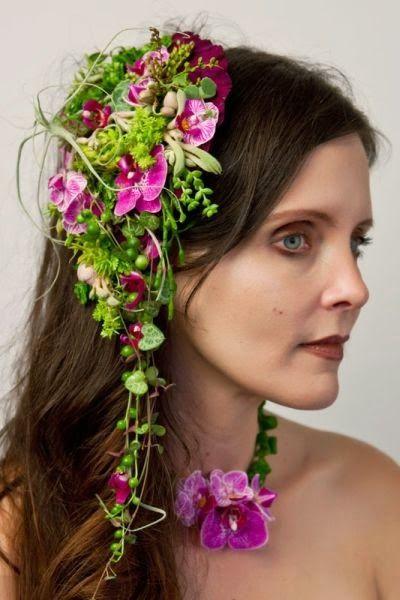 http://svenskablomsterbloggar.blogspot.se/2013/11/blomstersmycken-floral-jewelery.html