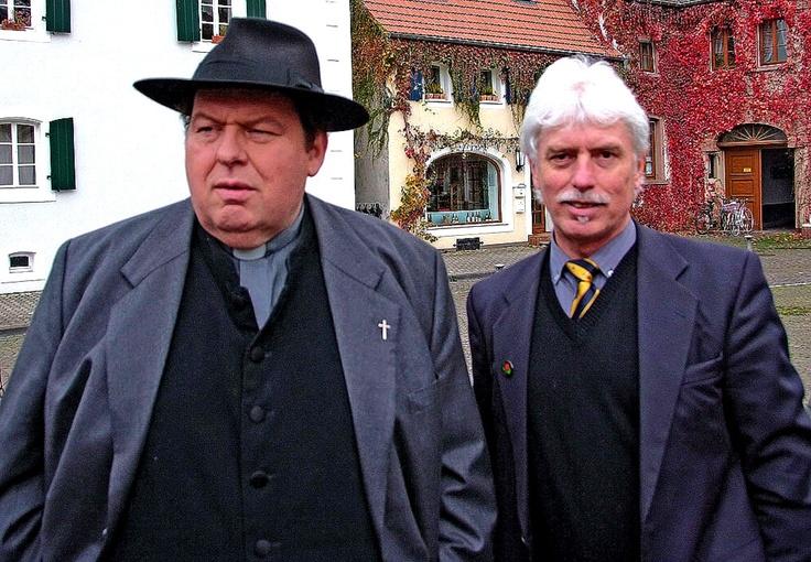 """Eigentlich schade, ist aber wohl seiner Krankheit geschuldet. ... Ottfried Fischer hat die Fernsehreihe """"Pfarrer Braun"""" beendet. Gut, dass ich noch in einer Folge: """"Im Namen von Rose"""", die im Saarland umd in Rheinland-Pfalz gedreht wurde, mitwirken durfte. :-)  Heute Abend mal wieder um 20.15 Uhr im HR zu sehen.  http://www.hr-online.de/website/fernsehen/sendungen/index.jsp?rubrik=56307=standard_document_48404193"""