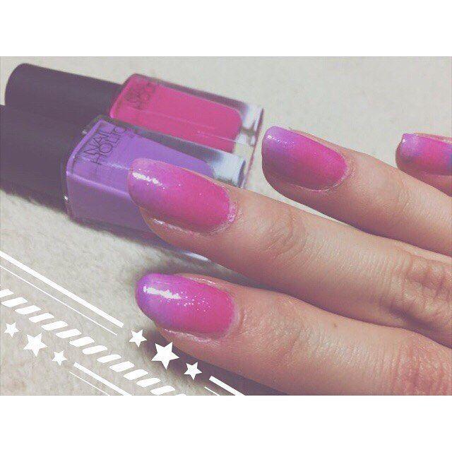 . 初めてのグラデーションネイル♡ いろんな色の組み合わせ試したい😍 ピンクと紫は子供っぽいね🦄💭 #nail #nailholic #ネイル #グラデーションネイル  #セルフネイル